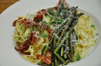 Linguini Carbonara with Asparagus and Sun-Dried Tomatoes